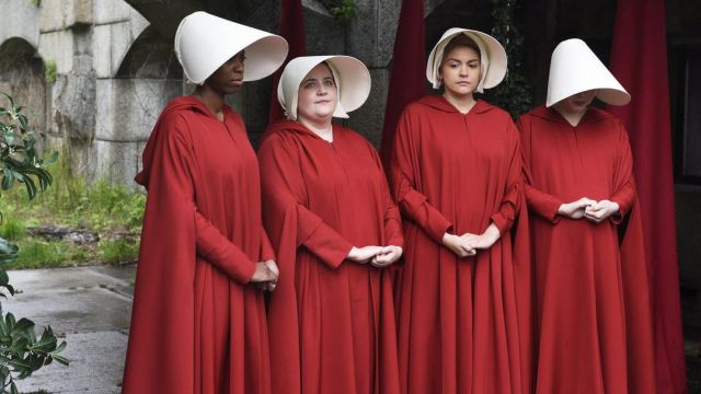 The red costume with headdress of Offred (Elisabeth Moss) in The Handmaid''s Tale : The handmaid's tale