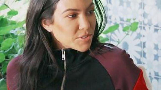 Le blouson noir de Kourtney Kardashian dans L'Incroyable Famille Kardashian S15E01