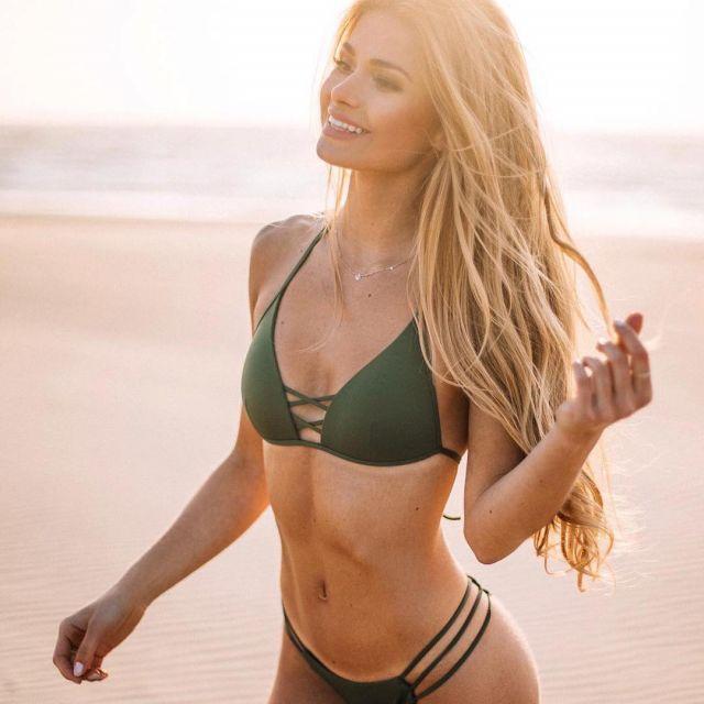 Pamela Reif Calzedonia