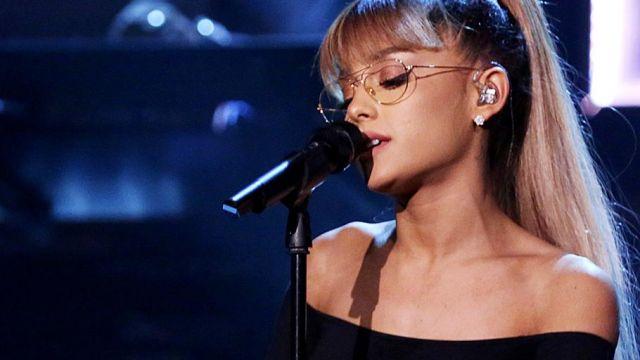 Les lunettes de vue dorées style aviator d'Ariana Grande dans The Tonight Show Starring Jimmy Fallon