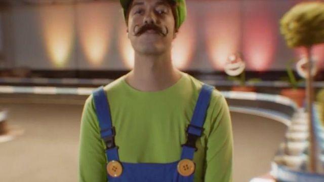 Le costume de Luigi porté par Carlito dans la vidéo Mario carte bleue all star de Mcfly & Carlito