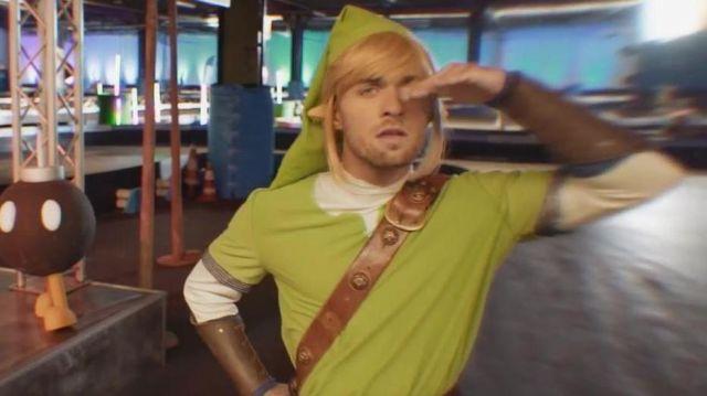 Le costume Zelda de Link porté par Squeezie dans la vidéo Mario carte bleue all star de McFly & Carlito