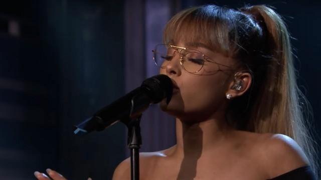 Or Ray Ban Aviator lunettes de soleil portées par Ariana Grande lors de sa prestation sur Le Tonight Show