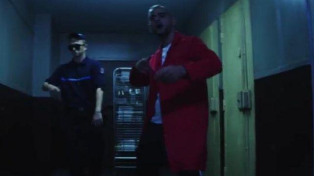 La veste rouge portée par Fianso dans le clip 93 Empire de Woah