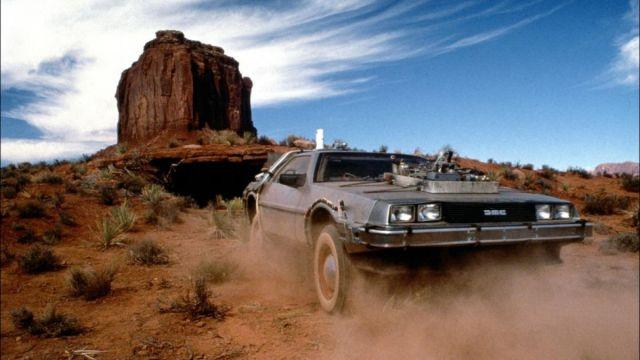 La voiture DeLorean de Doc Brown (Christopher Lloyd) dans Retour vers le Futur III