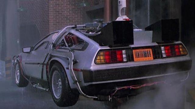 La DeLorean Dmc de Doc Brown (Christopher Lloyd) dans Retour Vers Le Futur II