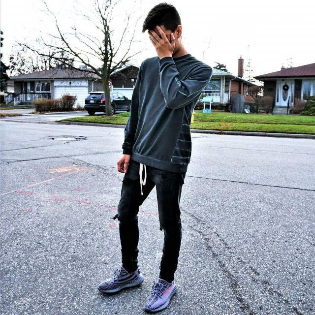 Sneakers grey Adidas Yeezy Boost 350 V2 Beluga 2.0 youtubeur