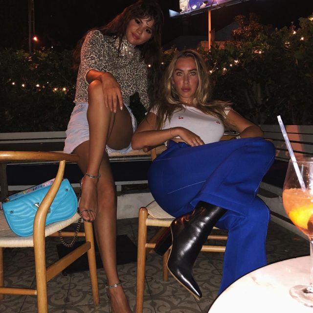Louis Vuitton turquoise sac vu sur Selena Gomez, sur son ami Instagram post