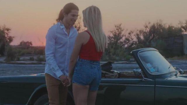 La chemise blanche Gucci avec serpent sur le col de Moha La Squale dans le video clip Luna