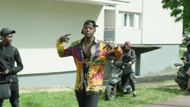 """La chemise Versace que porte Ninho dans son clip """"Ma 6t va cracker"""" featuring Kpoint"""