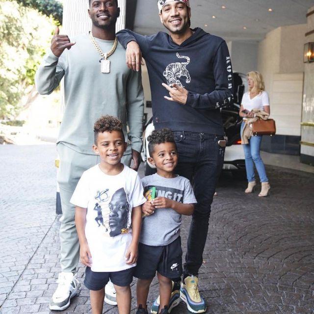 amplificación diccionario Terminal  Nike Lebron X JE Icon QS sneakers worn by Antonio Brown on his Instagram  account (@ab) | Spotern