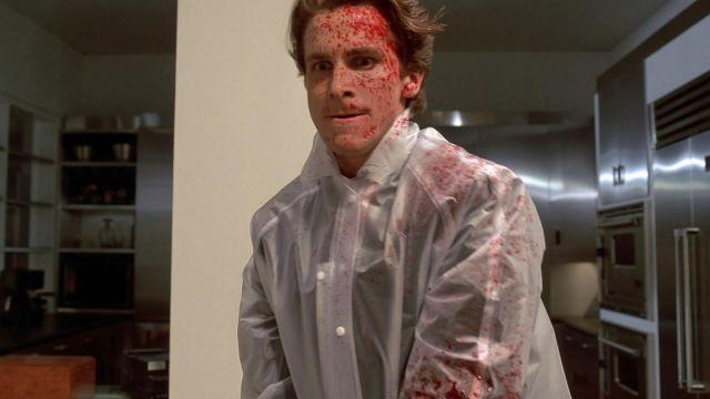 La combinaison transparente portée par Patrick Bateman (Christian Bale) dans American Psycho