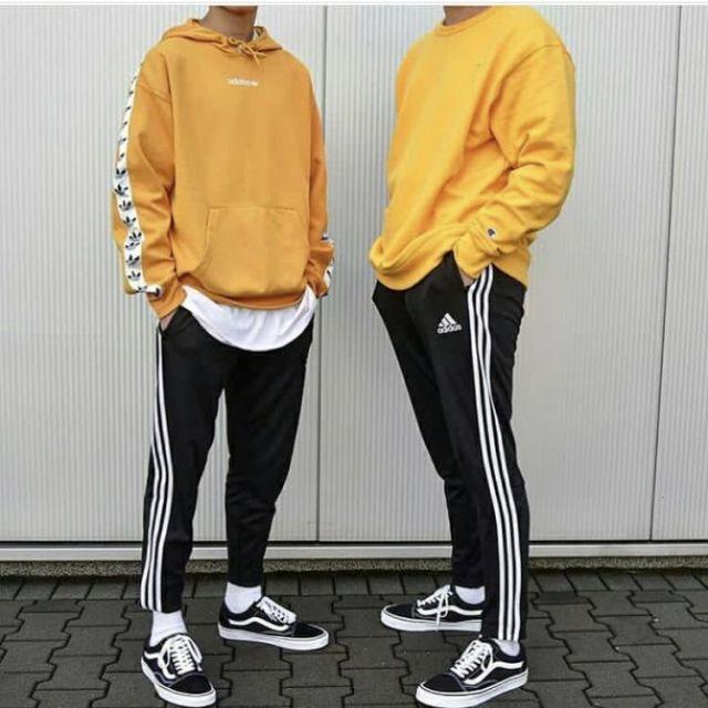 Le sweatshirt à capuche jaune Adidas Originals sur le compte