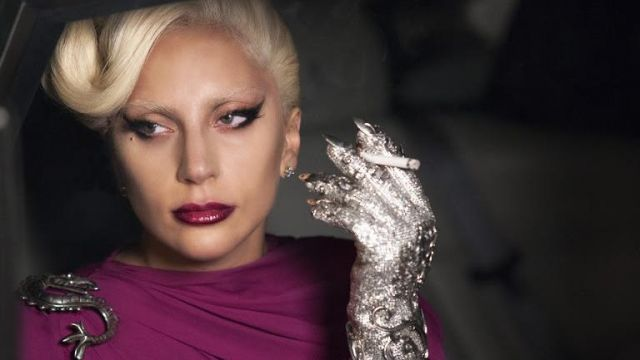 The gloves of the countess (Lady Gaga) in American Horror Story Hotel S05E02