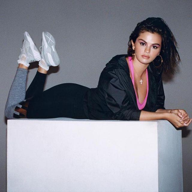 Les sneakers blanches Puma Defy de Selena Gomez sur le compte Instagram de Puma