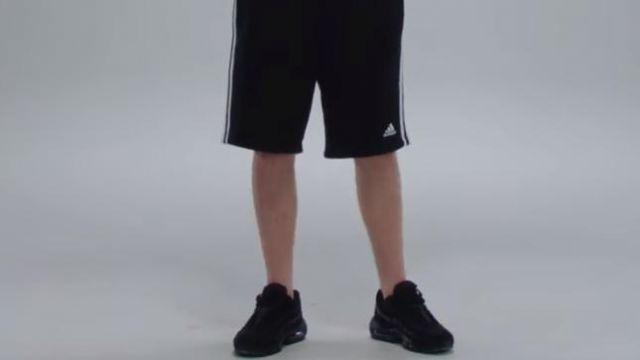 Les sneakers Nike Air Max 95 OG noires portées par Vald dans son clip Désaccordé