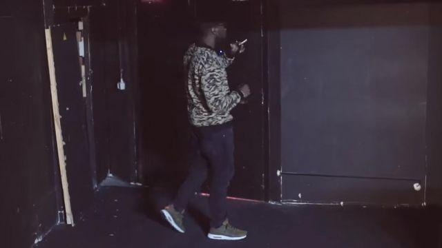 Les sneakers Nike Air Max Zero Essential vertes portées par Damso dans son clip N. J Respect R