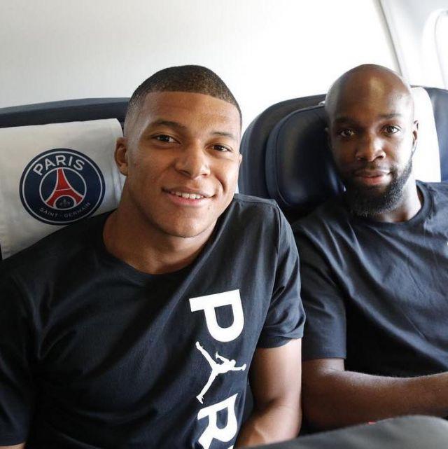 buy popular 8a62b e45da The Nike t-shirt black Jordan x PSG carried by Kylian Mbappé ...