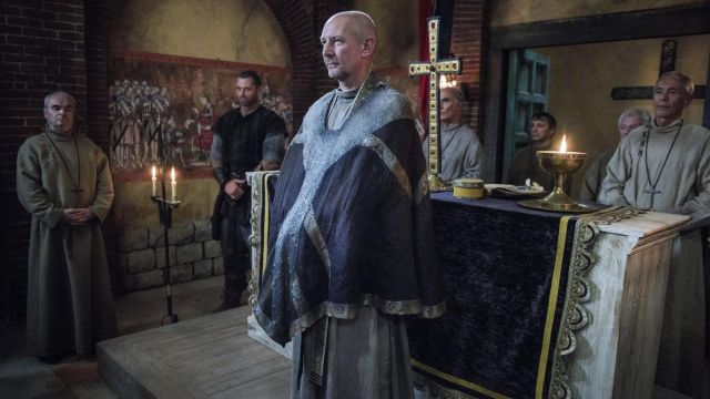The scarf of a priest Beocca (Ian Hart) in The Last Kingdom S02E06 ...
