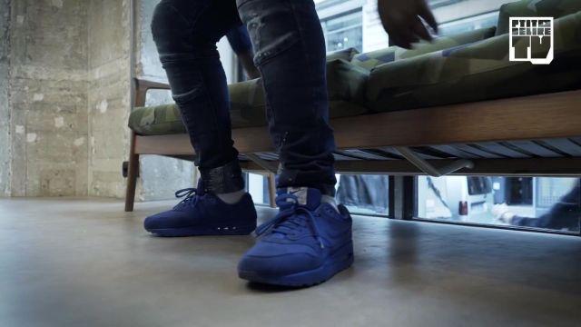 "Les sneakers bleues Nike Air Max 90 de Niska dans la video youtube ""Niska – Bail 2 Sneakers"""