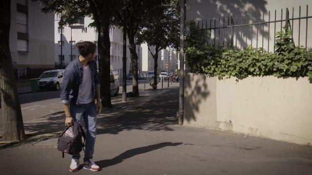 """Les sneakers blanches et rouges Nike Air Max 1 Anniversary de Jeremy Nadeau dans la vidéo """"Le baby-sitter - JEREMY"""""""