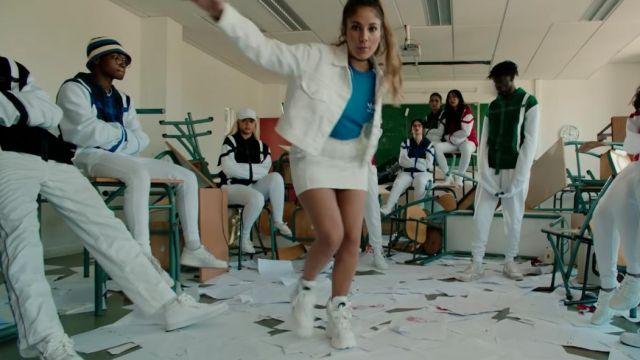 """Les Baskets blanches montantes à semelle plateforme de Chilla dans le clip """"1er jour d'école"""""""