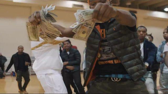 La doudoune sans manche Ralph Lauren de BlocBoy JB dans le clip Look Alive avec Drake