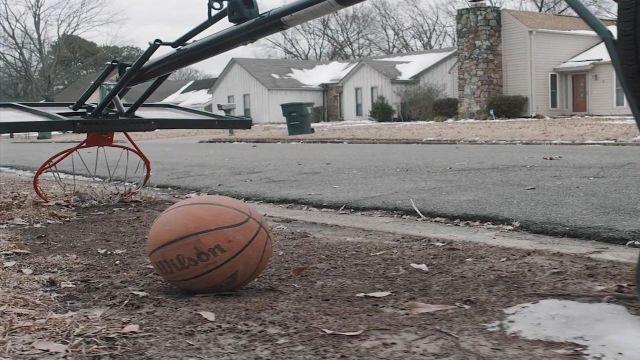 Le ballon de basket Wilson MVP dans le clip Look Alive de BlocBoy JB & Drake