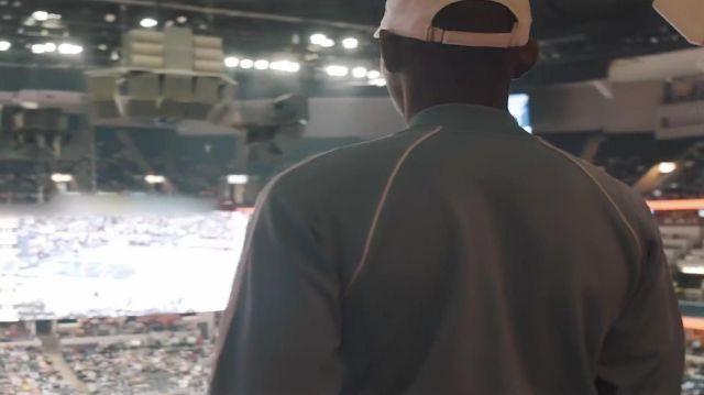 La casquette blanche OVO dans le clip Look Alive de BlocBoy JB & Drake