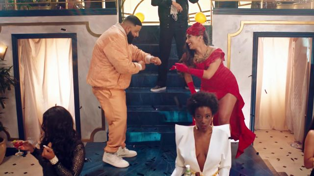 Les chaussures Vans damier grises de Justin Bieber dans le clip No Brainer de DJ Khaled ft. Justin Bieber, Chance the Rapper, Quavo