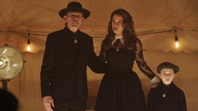 La robe noire de Vivian Rutledge (Scottie Thompson) dans 12 Monkeys S03E06