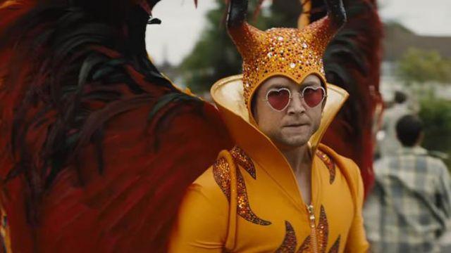 Les lunettes de soleil rouges en forme de cœur d'Elton John (Taron Egerton) dans Rocketman