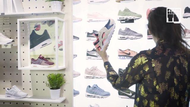 "Les sneakers blanches et roses Nike Air Huarache de Nawell dans la video ""Dycosh & Nawell Madani – Bail 2 Sneakers"""