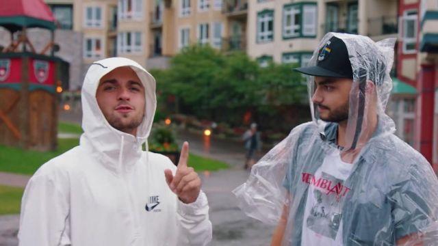 """La veste Nike blanche de Squeezie dans sa vidéo """"JE SURPRENDS 8 ABONNÉS AUTOUR DU MONDE ❤️????"""""""