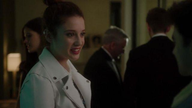 Le perfecto blanc de Marina (María Pedraza) dans Élite (S01E01)