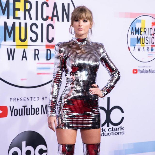 Métallique Balmain mini robe porté Taylor Swift pour les American Music Awards 2018