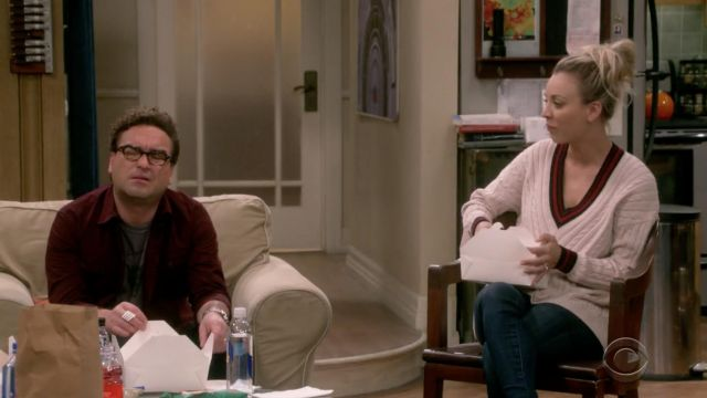 The sweater beige Joy of Penny (Kaley Cuoco) in The Big Bang Theory S12E04