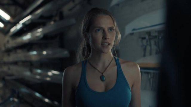The necklace blue stone worn by Diana Bishop (Teresa Palmer) in A Discovery of Witches S01E01