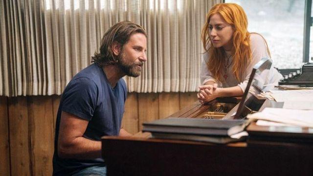Le t-shirt bleu de Jack (Bradley Cooper) dans A Star Is Born