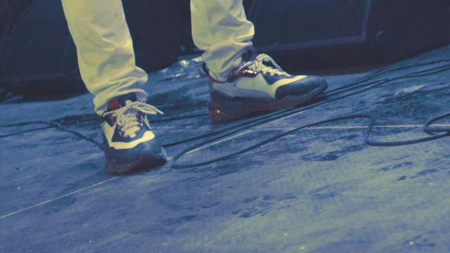 La paire de sneakers Puma RS portée par PLK dans son clip