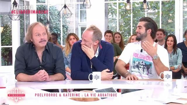 """The white t-shirt Local Authority """"Hollywood"""" carried by Kendji Girac in Clicks Sunday (21/10/2018)"""