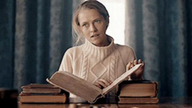 White Jumper/Sweater of Diana Bishop (Teresa Palmer) in A Discovery of Witches (S01E03)