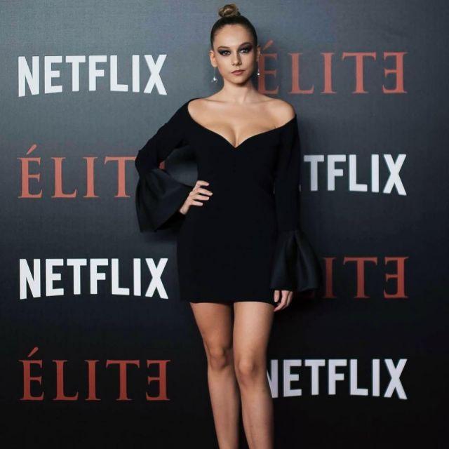 La robe noire de Ester Exposito sur le compte instagram de @ester_exposito