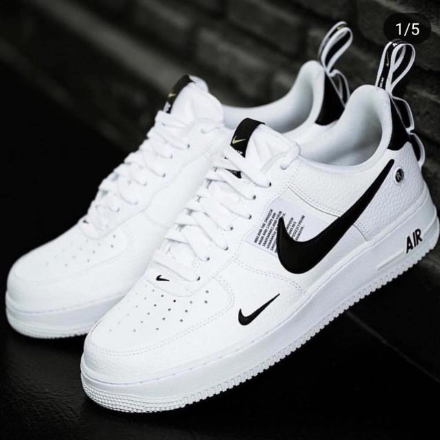 Sneakers Nike Air Force 1 '07 Lv8 Utility on a post