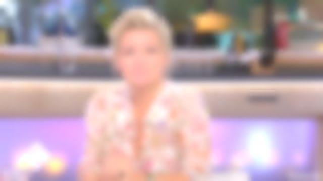 La chemise à fleurs de Anne-Élisabeth Lemoine dans C à vous du 27/09/2018