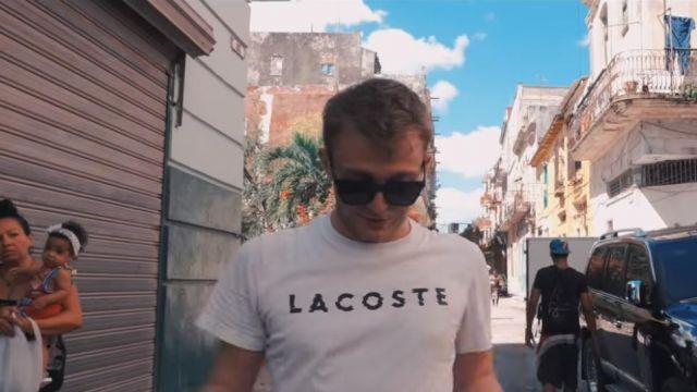Le t-shirt Lacoste porté par Vald dans son clip YAX3