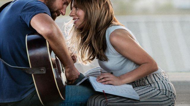 Jackson (Bradley Cooper), la guitare Gibson pour peu que vu dans Une étoile est née
