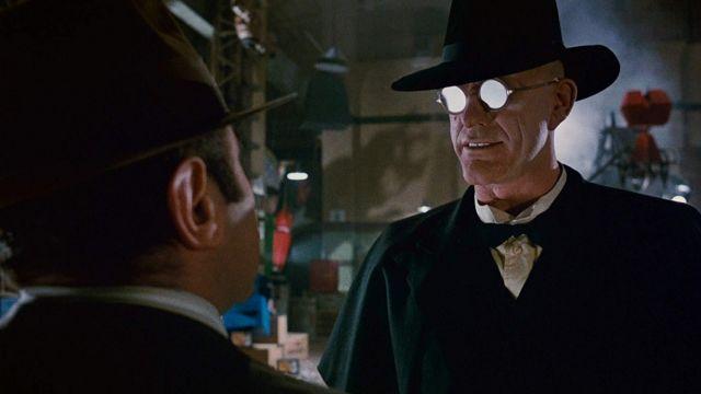 Juge Doom (Christopher Lloyd) lunettes de soleil rondes comme on le voit dans Who Framed Roger Rabbit