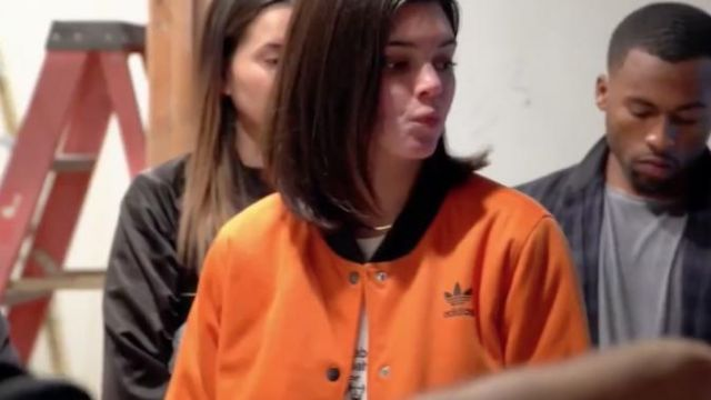 Brooklyn Heights Blouson porté par Kendall Jenner en accord avec les Kardashians (S15E02)