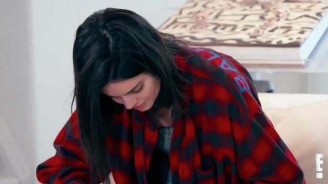 Swing surdimensionné imprimé vérifié coton-flanelle shirt porté par Kendall Jenner en accord avec les Kardashians (S15E02)